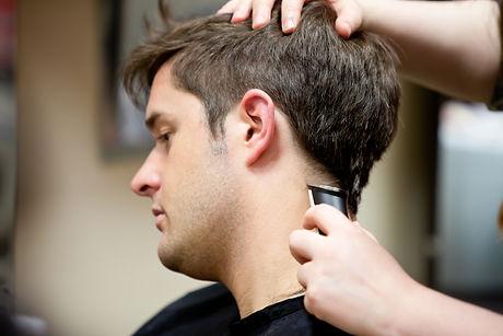 hairdresser-cutting-her-customers-hair-1