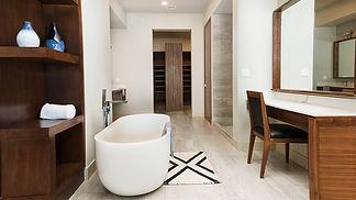 Bathtub in master B.room