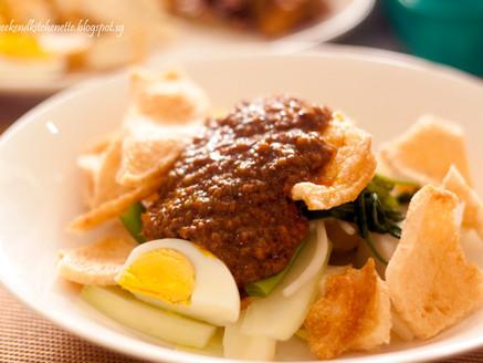 Gado Gado (Indonesian Salad with Spicy Peanut Sauce)