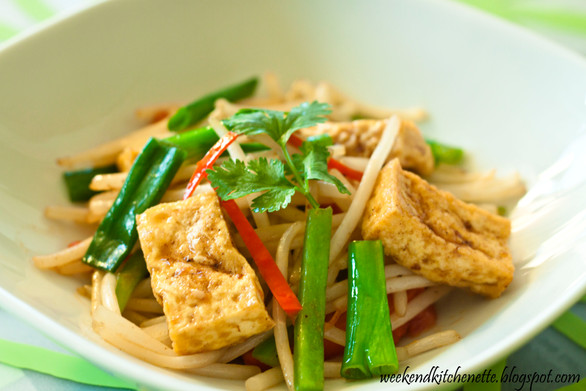 Beansprouts can be tasty too!    Stir-fry Beansprouts with Tofu
