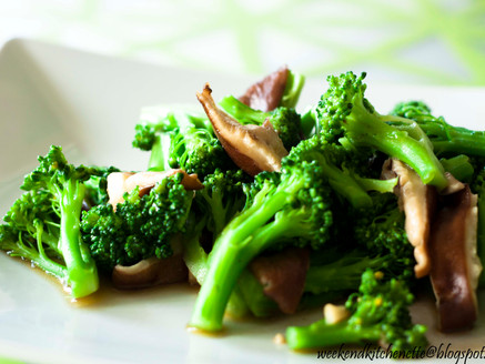 Make the vibrant colours of your vegetables stay: Stir-fry Broccoli with mushrooms