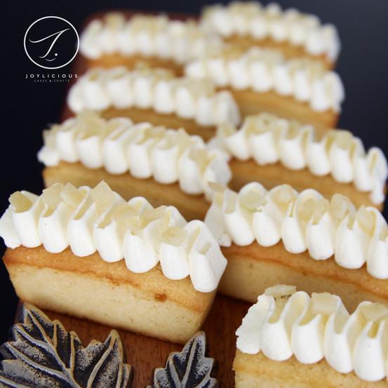 Lemon Cake with Italian Merangue