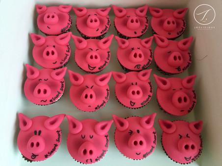 Pig Emoji Cupcakes
