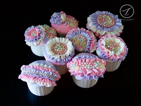 Ruffles & Pearl Cupcakes