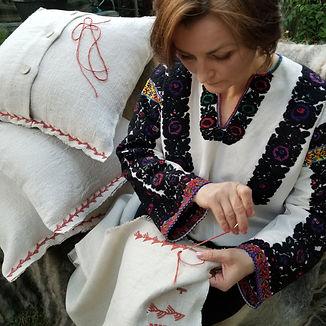 Ukrainian hand sewing artist in Chicago