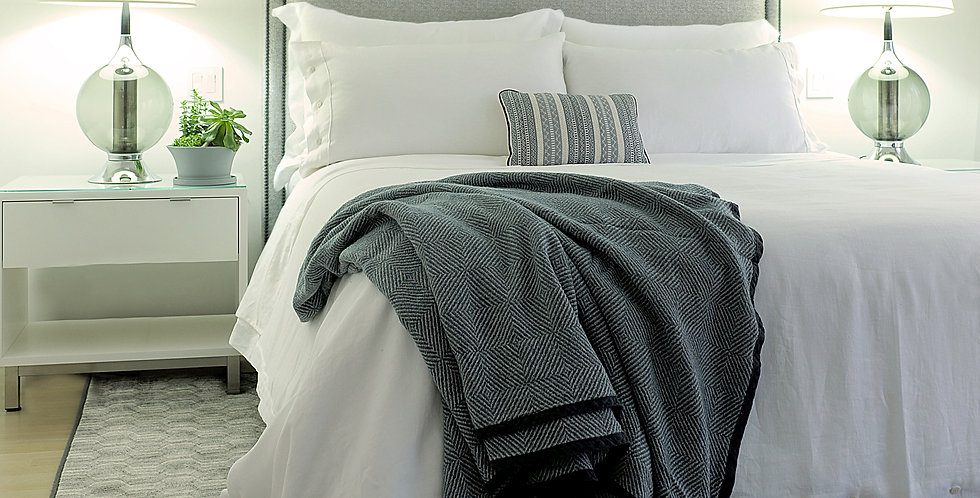 Luxury middle size Linen throws blanket, grey color