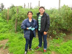Janeth Sierra Castiblanco (agricultora trabajando con TF) y Antonio Forero (agronomo TF) 2