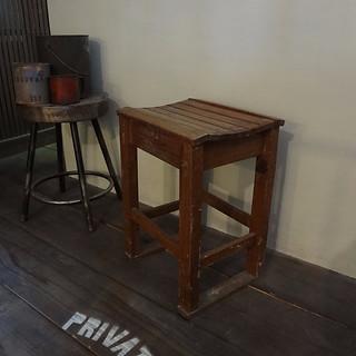 学校の木製椅子