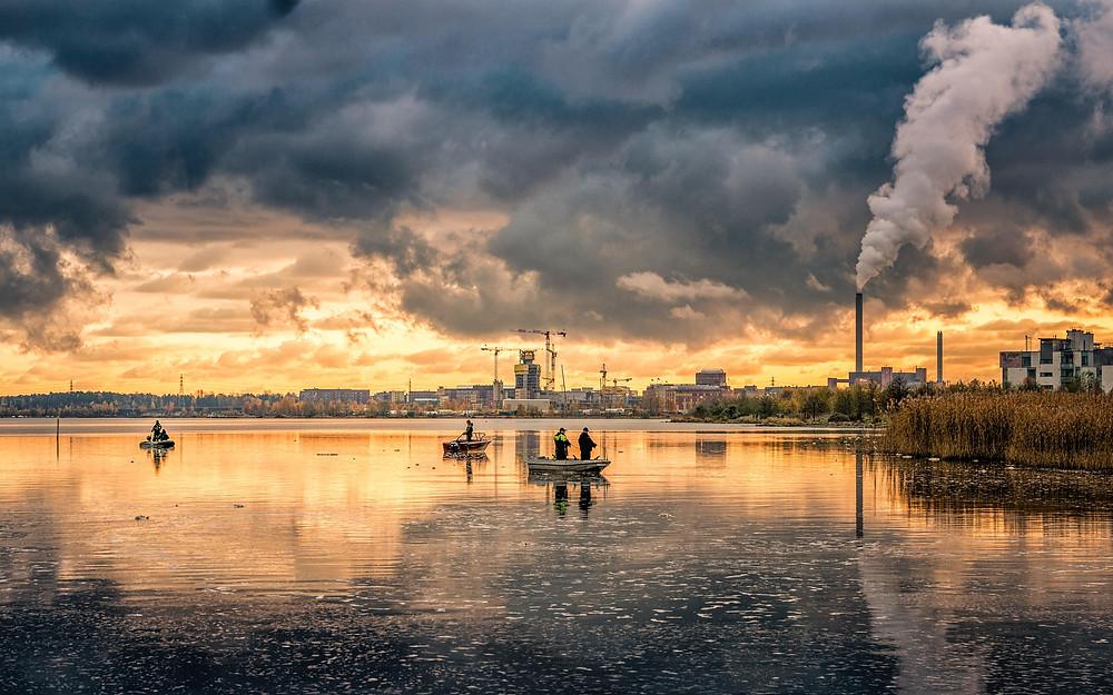 Industri beserta polusinya, termasuk limbahnya ke sungai