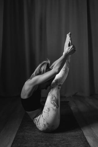 Anny_yoga_bwweb5.jpg