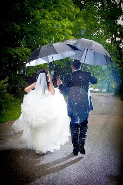 Toronto wedding photographer Little Blue Lemon captures couple with umbrellas in the rain, Kortright