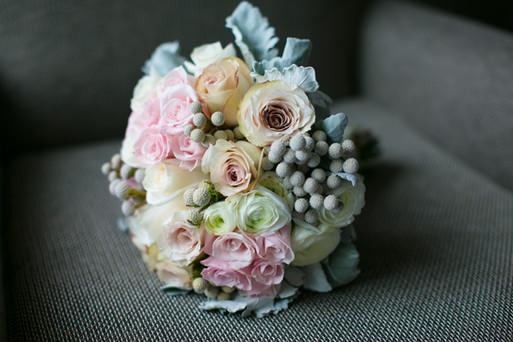 Toronto wedding photographer Little Blue Lemon captures beautiful summer bouquet