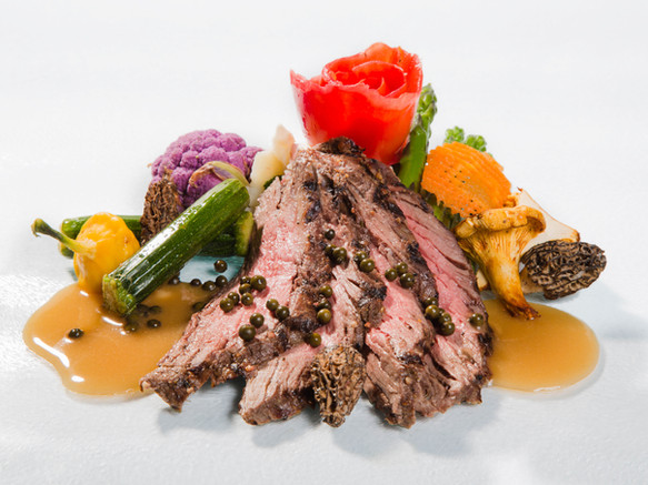 peppercorn steak sliced and served with garnish and gravy