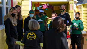 USF WOMEN'S VOLLEYBALL TEAM HELPS WITH FOOD DISTRIBUTION TO FAMILIES IN NEED!