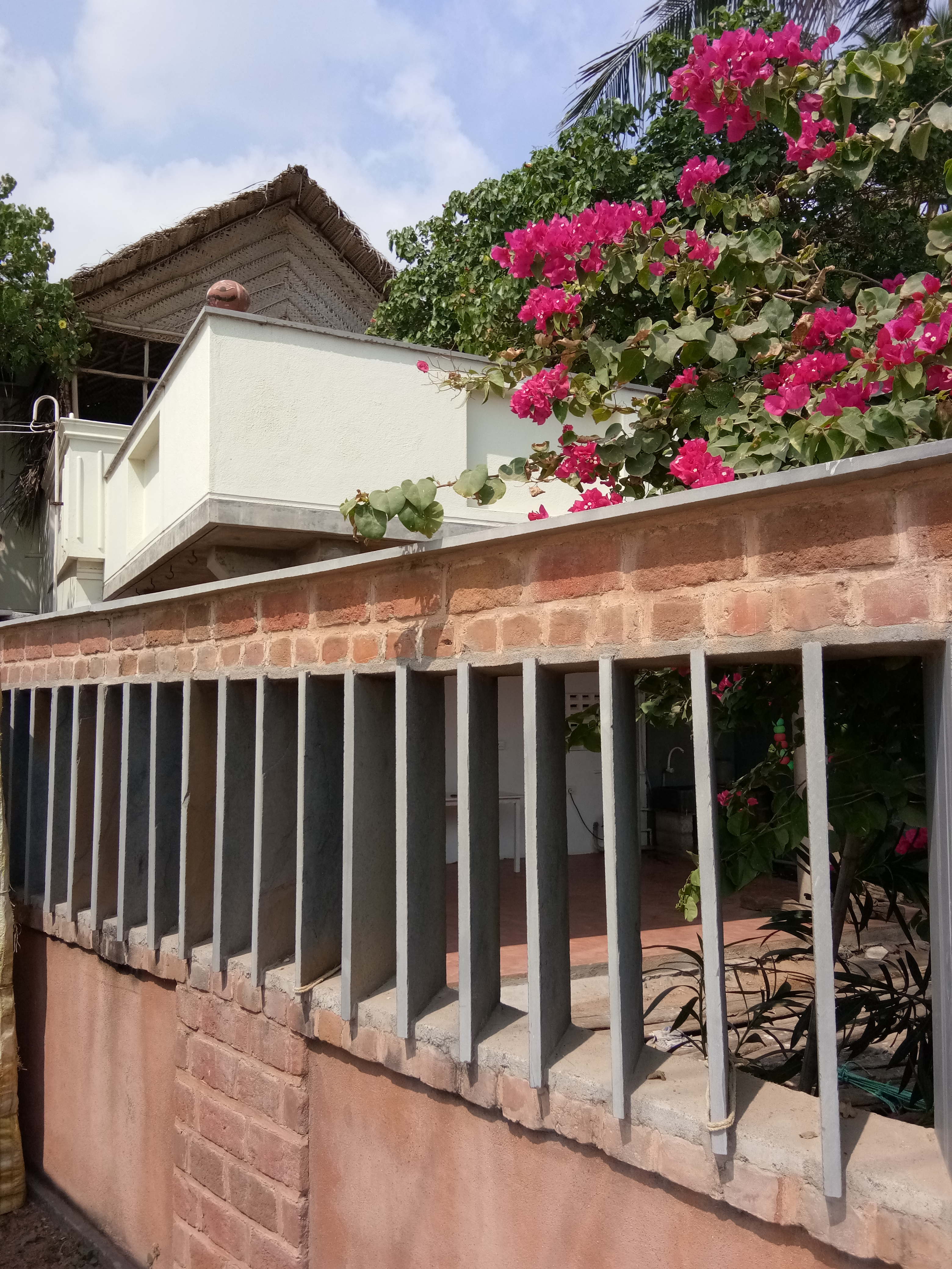 LOUVERED COMPOUND WALL