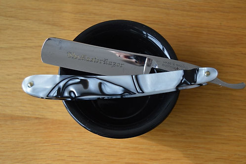 """MASTER RAZOR"" 5/8"" Straight razor in Kirinite."