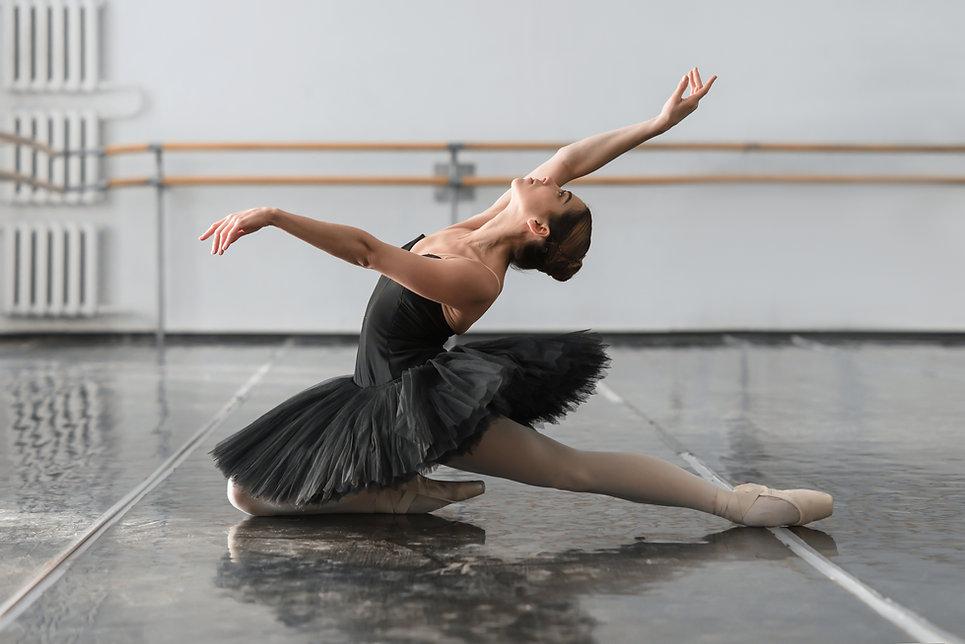 Female ballet dancer posin on rehearsal.