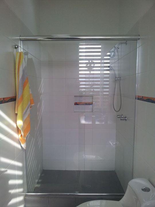 Puerta de ducha corrediza con vidrio templado 8 mm
