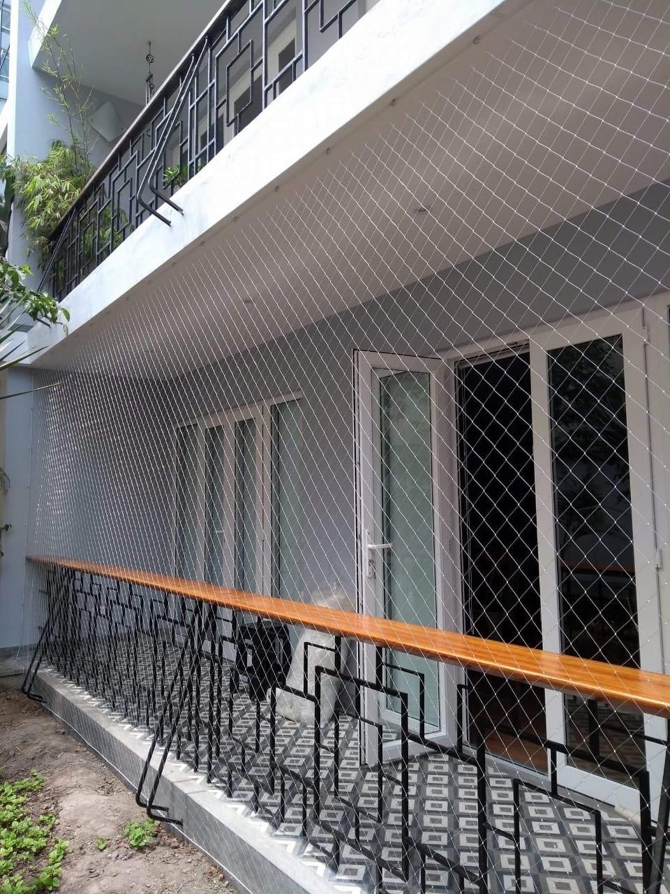 MAMPARA BATIENTE DE PVC