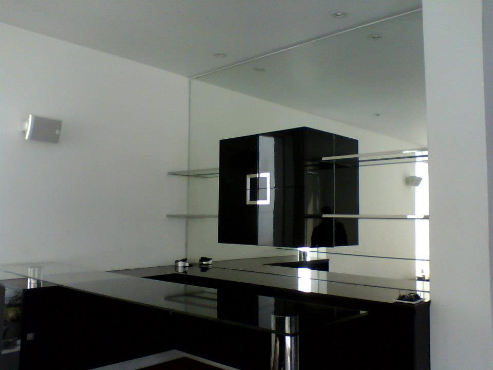 Vidriería en Lima, Perú. Cristales templados y aluminios. Grupo Vargas Sac.