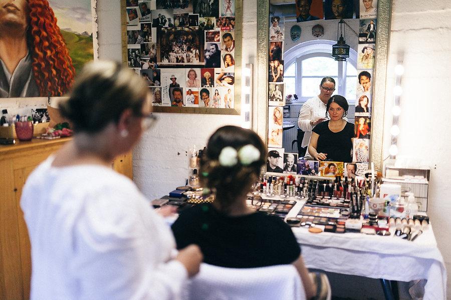 Braut bei der Makeup Artist