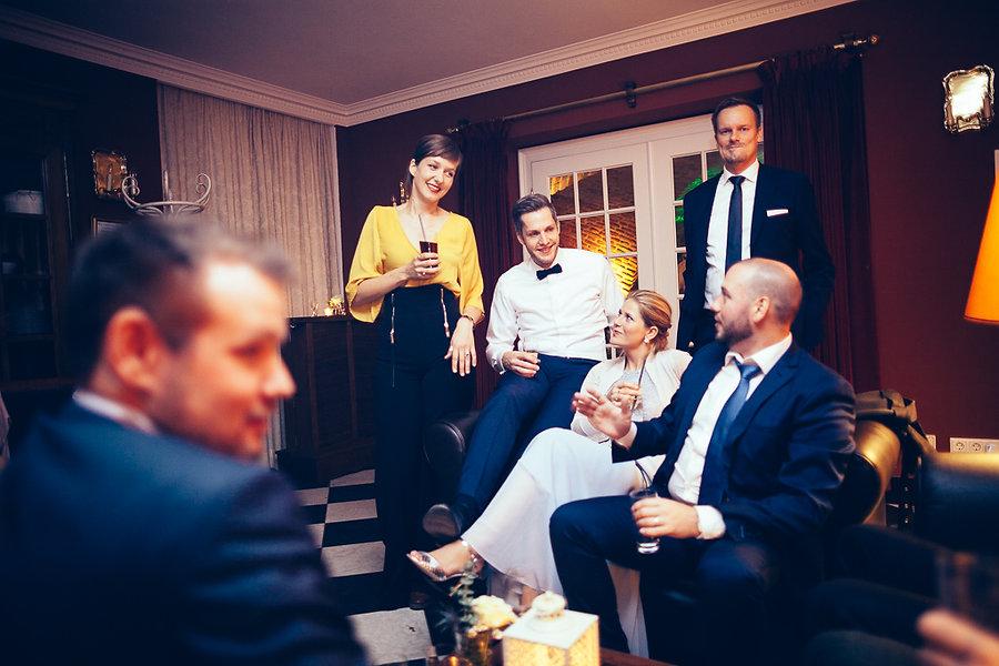 Gäste bei der Hochzeit