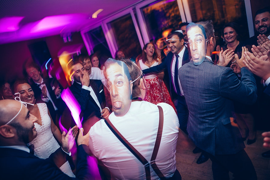 Partyfoto der Gäste auf der Hochzeit