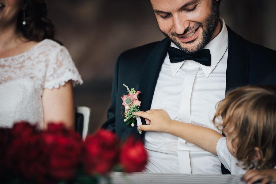 012_Wedding_Story_900px_Q85_017.jpg