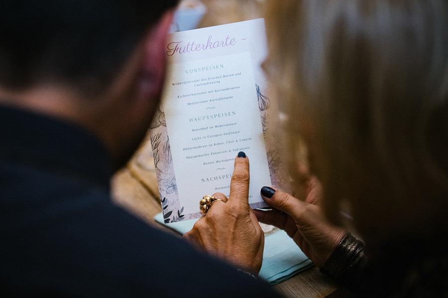 Futterkarte auf der Hochzeit