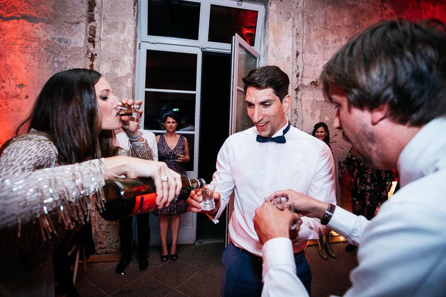 Bräutigam soll Alkohol trinken
