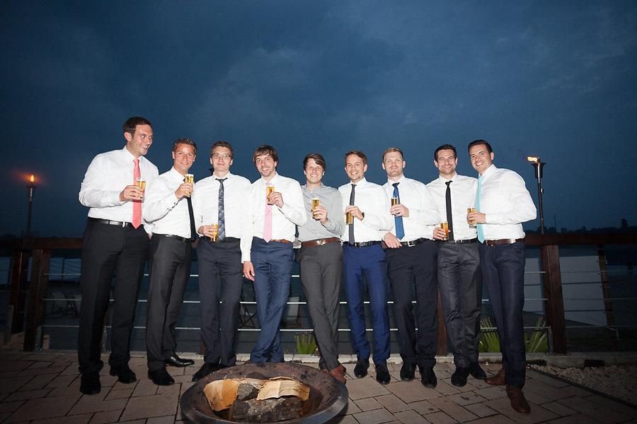 Gruppenfoto der Männer auf der Hochzeit