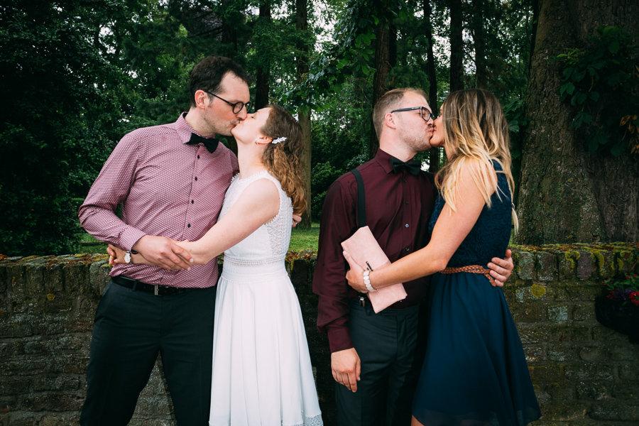 Kussfoto von Paaren