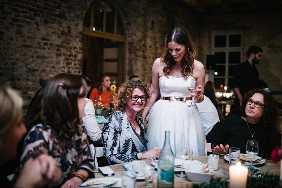 Hochzeitsgäste mit der Braut