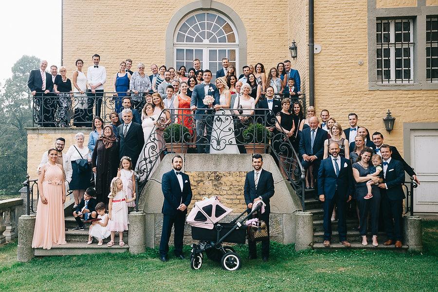 Gruppenfoto auf der Hochzeit