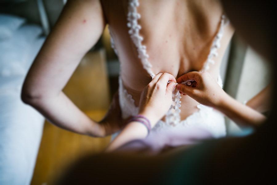 013_Wedding_Story_900px_Q85_018.jpg