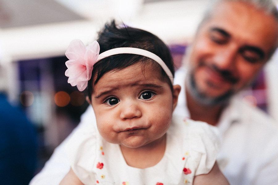 Baby auf einer Hochzeit