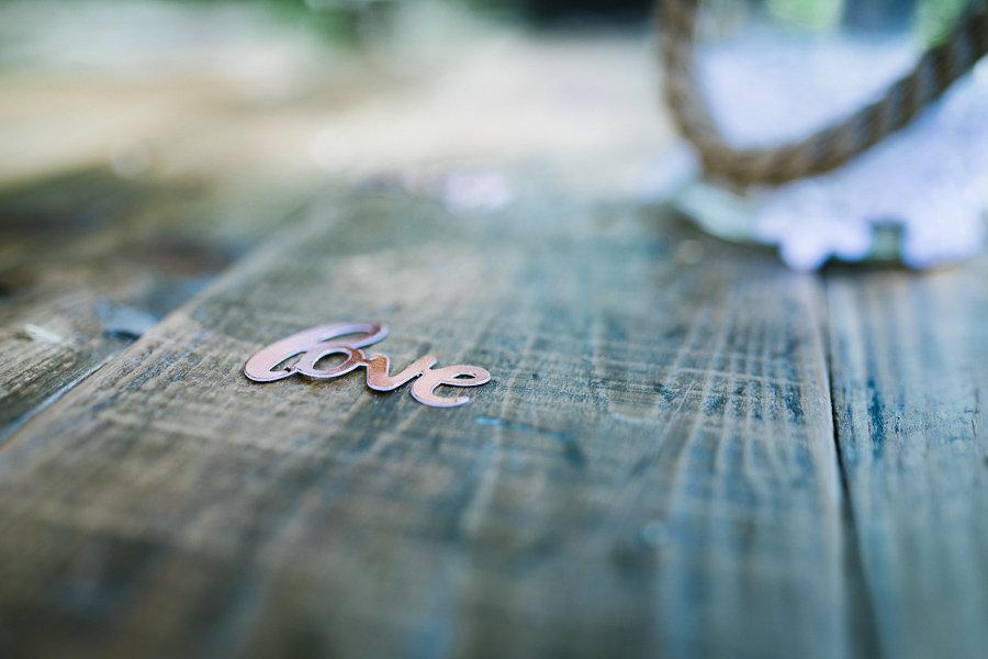 Dekoration auf den Tischen bei der Hochzeit