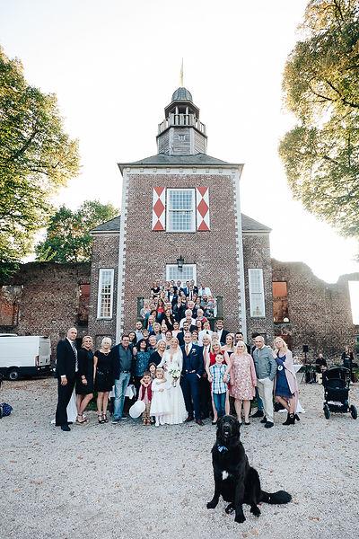 Gruppenfoto bei der Hochzeit