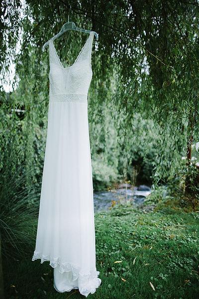 Brautkleid am Baum