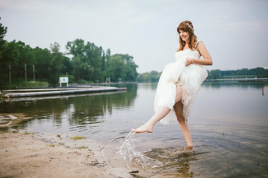 Braut in einem See
