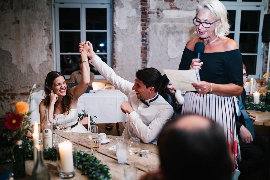 Rede der Brautmutter und Eheleute freuen sich