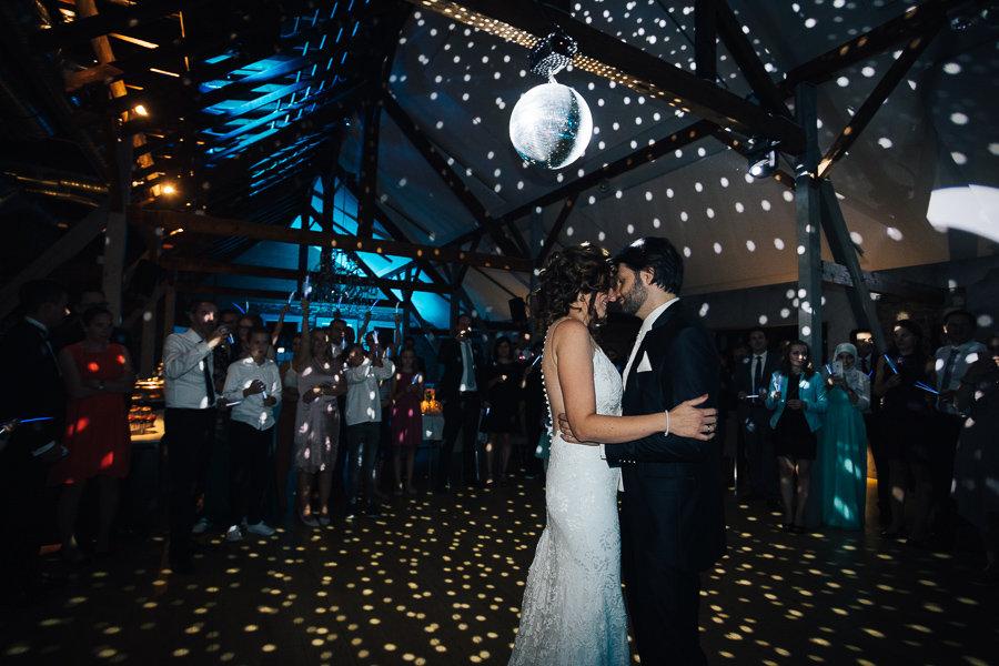013_Wedding_Story_900px_Q85_044.jpg