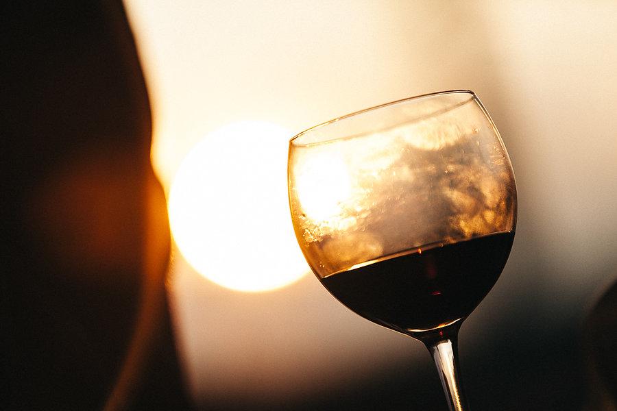 Weinglas in der Sonne