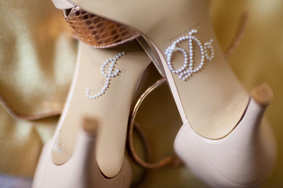Dekoration an den Schuhen der Braut