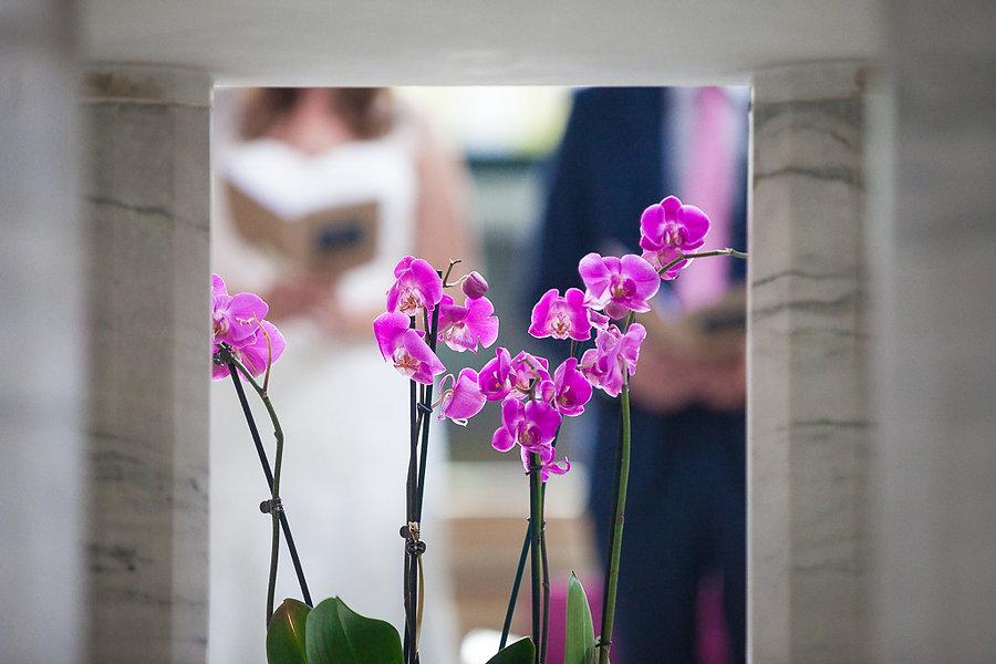Orchideen in der Kirche