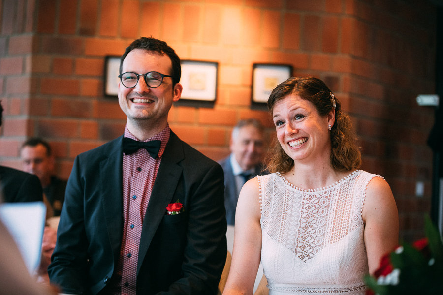 Brautpaar beim Standesamt