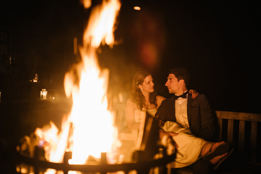 Brautpaar am Lagerfeuer