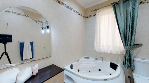 cHBh1TibZui - Master Bathroom 2.jpg