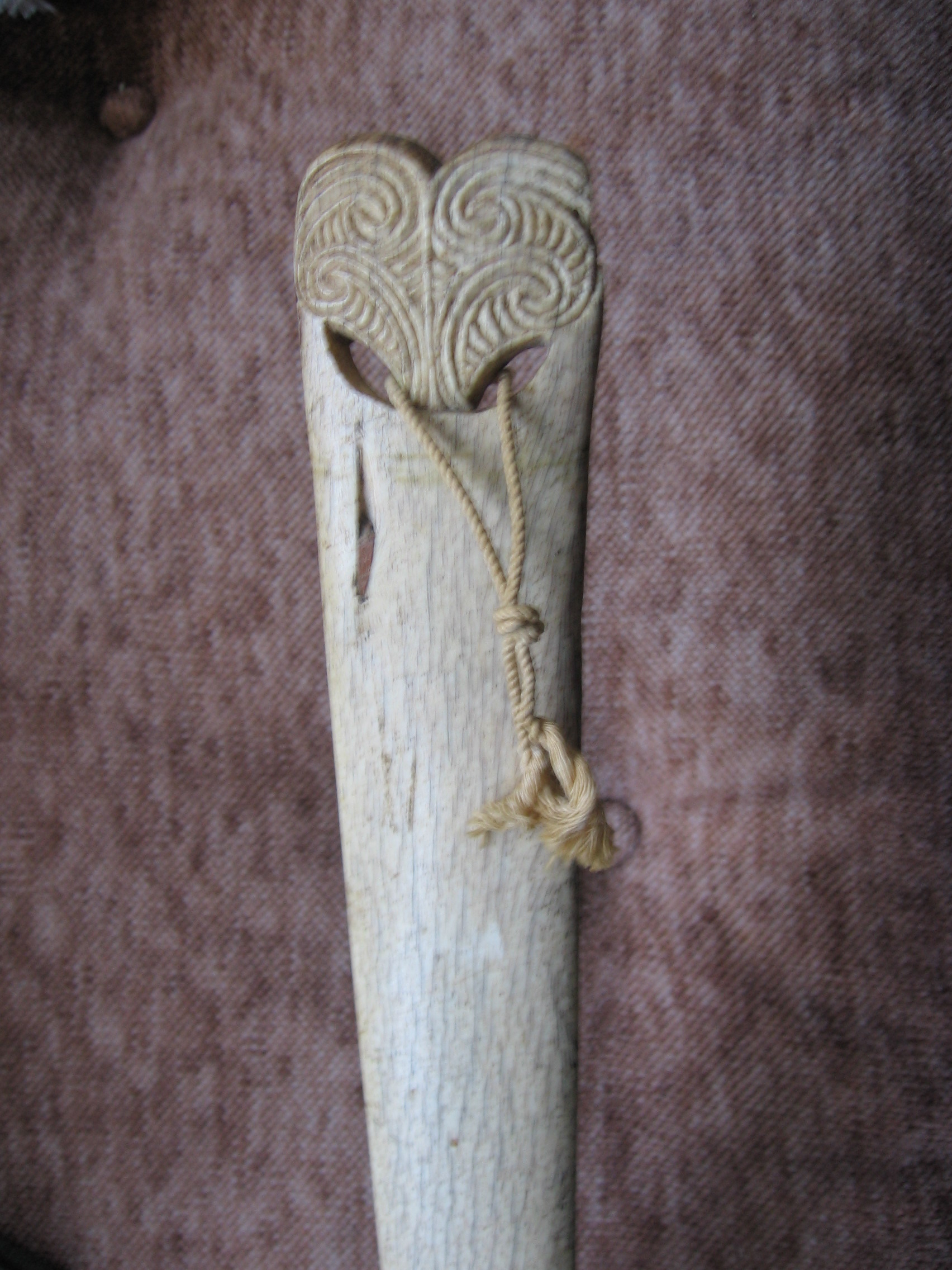 HOEROA CARVING