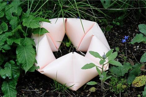 Detalle de la obra de Sergio Prego en el jardín posterior del Pabellón